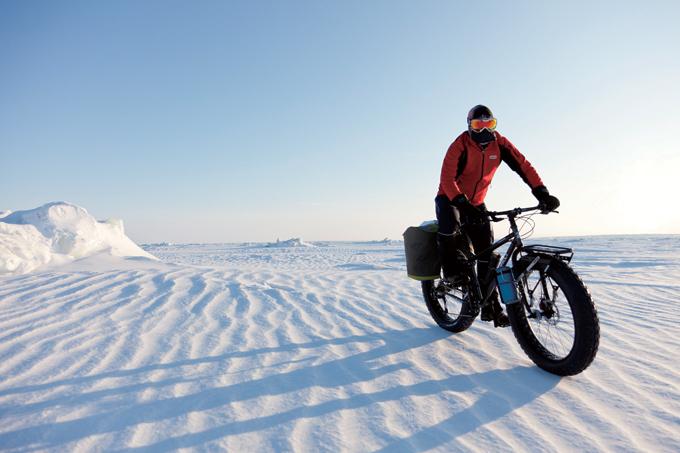 เอริคลาร์เซนเป็นคนที่มีจักรยานในขั้วโลกใต้เป็นครั้งแรก  จักรยานของเขาเป็นจักรยานไขมันแปดเปื้อน