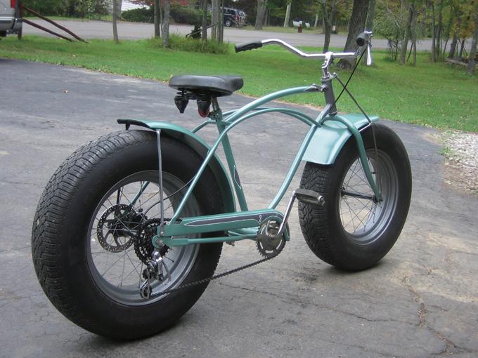 ในต่างประเทศก็จะเพิ่มขึ้นการสร้างจักรยานโดยตรงแพท  จักรยานฟรีแพททำโดยใช้ล้อรถ (ที่มา www.oldminibikes.com/forum)