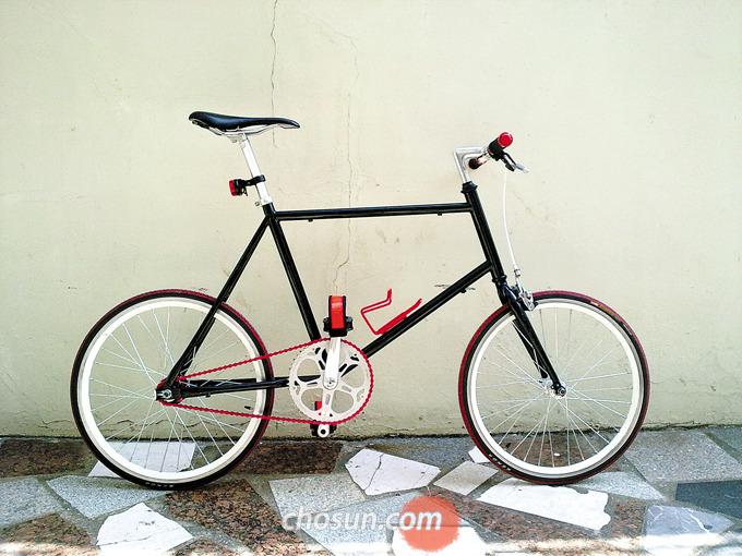 자전거 도색은 보통 '하도, 중도, 상도'의 단계로 나눠서 진행하는데 단계별로 최소 하루 이상 건조하는 것이 좋다.