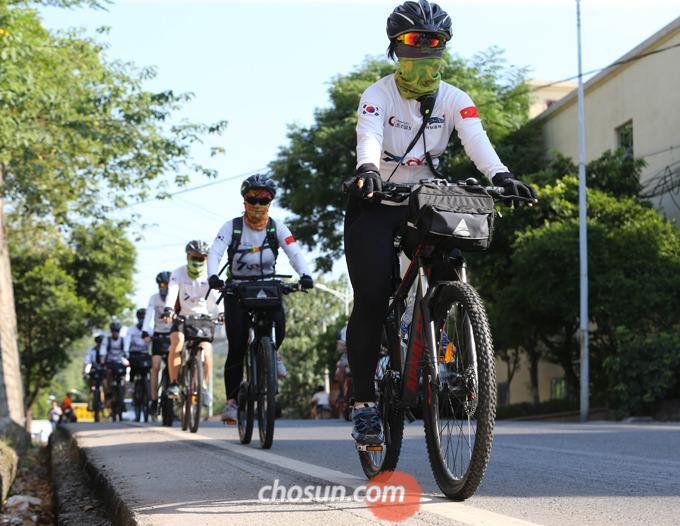 자전거를 탈 때 목표지점, 목표코스 등을 정해 하나씩 도달하는 재미를 만들어가는 것이 좋다.