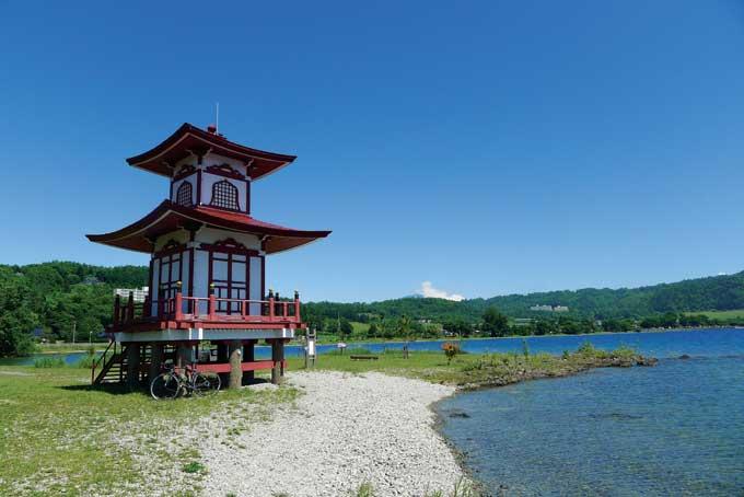 일본에 불교를 받아들이고 널리 알린 쇼토쿠(聖德) 태자를 모신 우키미도(浮見堂)