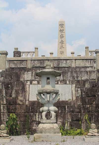 도조 이삼평 기념비