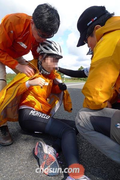 자전거를 타다가 넘어져 생긴 크고 작은 상처는 그대로 둘 것이 아니라 가벼운 응급처치를 하고 넘어가는 것이 중요하다.