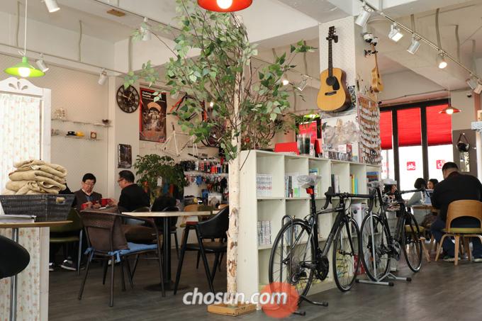 '바이크빈'은 손님들과 소통하며 자전거를 즐기는 고 대표의 생각이 담겨있다.