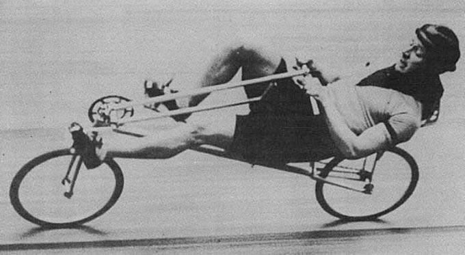 리컴번트 자전거를 타고 경주에 참가한 '프란시스 포레'는 경주에 참여한 일반자전거를 모두 제치고 그동안의 기록들까지 경신하며 대회에서 우승했다.