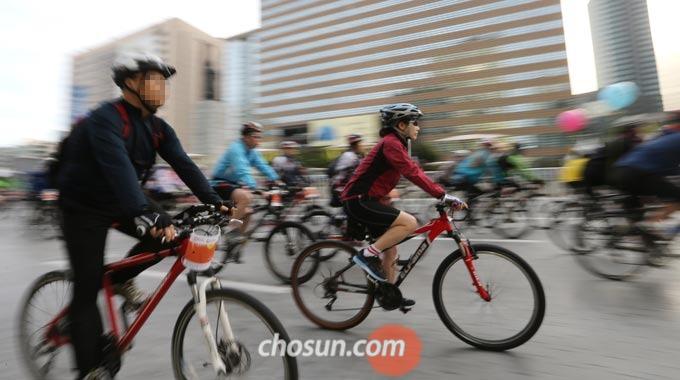 보통 자전거에 처음 입문하거나 건강관리를 위해 자전거를 타기 시작하는 사람은 하이브리드 자전거나 로드 자전거를 선택하는 경우가 많다.
