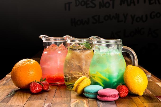 카페에서 제조한 스파클링 워터에 직접 담근 수제 과일청이 들어간 자몽, 레몬 에이드는 인공첨가물이 전혀 없는 깨끗하고 건강한 맛을 자랑한다.