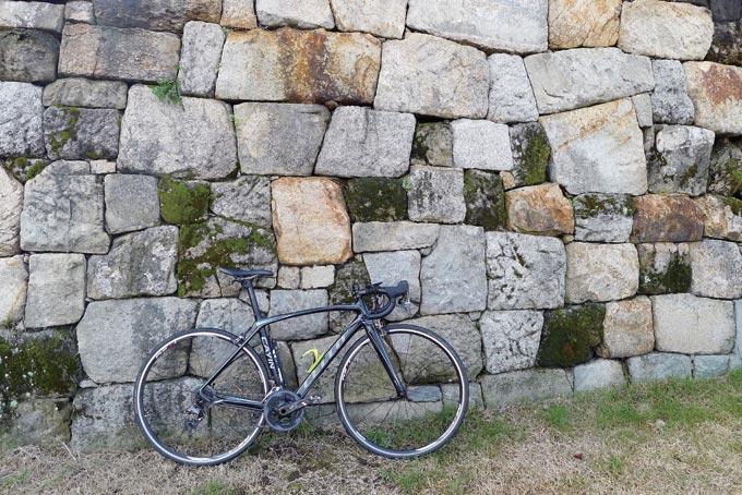 각기 크기와 모양이 다른 돌을 기가 막히게 조합시켜 완벽한 성벽을 만들어냈다.