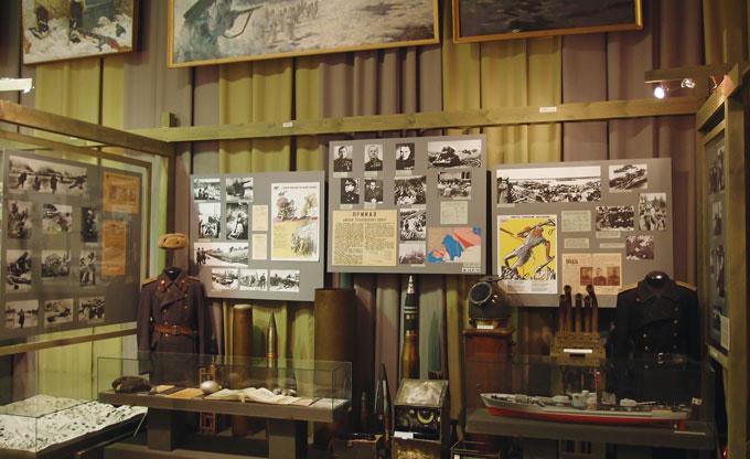레닌그라드 포위와 방위 박물관. 900일 동안의 참상과 영웅적 투쟁활동이 전시되어 있다