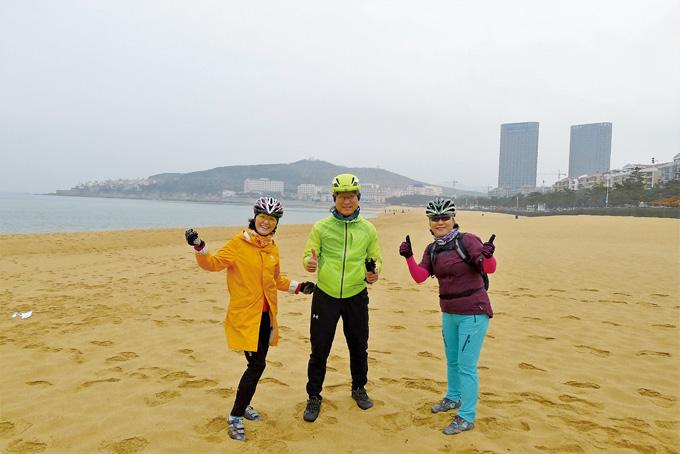 국제해수욕장 황금모래 해변. 낭만 해변에서는 누구나 동심으로 돌아간다