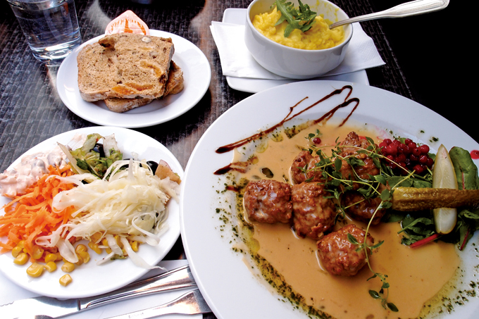 스웨덴의 대표적 음식, 셰트블라르 오크 포타티스