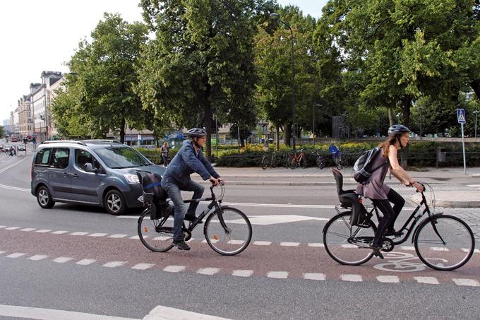 차도 한가운데 자전거 전용도로가 있다