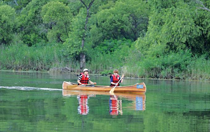 카누는 큰 힘이 들지않아 여성끼리 타도 무리가 없다