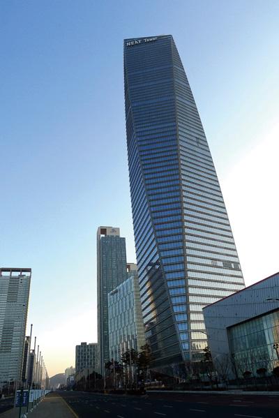 서울 롯데타워가 완공되기 전까지 국내 최고 빌딩인 동북아트레이드타워. 68층 305m