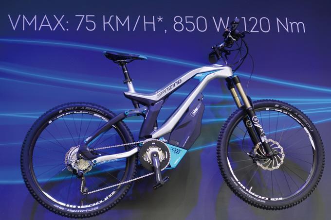유로바이크에 공개된 독일 스핏징의 전기자전거는 스펙만 봐도 무섭다. 독일에서도 전기자전거 범위를 벗어나 이 정도 스펙이면 스쿠터로 분류된다.