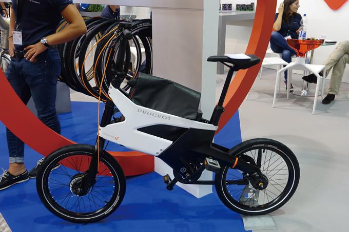 작년 유로바이크에서 선보인 푸조 전기자전거(업무용 가방 적재공간이 돋보인다.