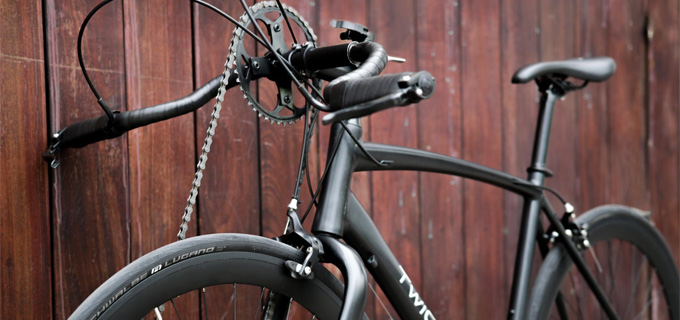 Twicycle 자전거는 두 팔로 핸들을 굴려 앞바퀴를 움직이는 이색 자전거다.