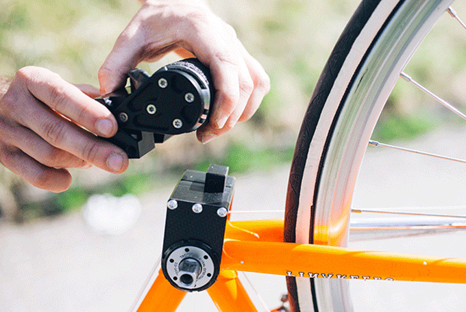 모터는 뒷바퀴와 맞닿을 수 있도록 프레임에 설치한다.