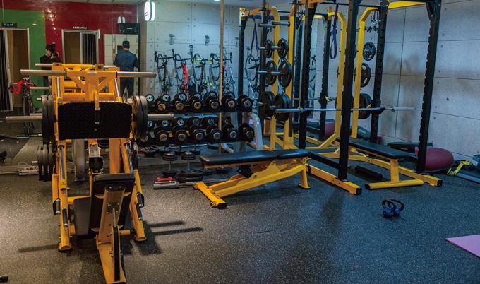 근력강화도 중요하기에 충분한 웨이트 훈련을 할 수 있는 시설이 갖춰져 있다