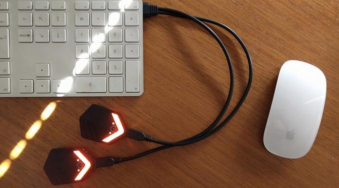 LED 조명만 따로 분리할 수 있어 장갑 세척이 쉽고 배터리 충전도 간편하다.