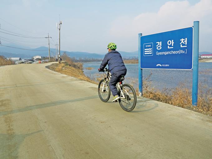 왕산교를 지나 광주시내까지 들어가기 전이 가장 편안한 경안천 구간이다.(용인 모현)