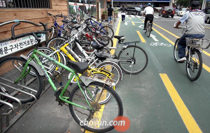 서울시는 지하철역 주변을 대상으로 방치된 자전거를 특별 점검한다고 밝혔다.