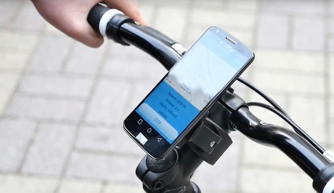 블루투스로 스마트 기기와 연동하면, 전용 애플리케이션을 이용해 지나온 길과 현재 위치 등을 실시간으로 확인할 수 있다.