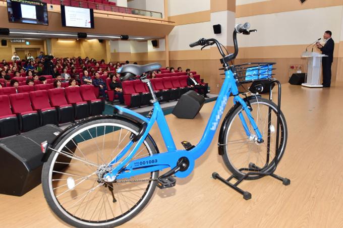 지난 9일 수원시는 수원시청 대강당에서 '스테이션 없는 무인대여자전거' 주민설명회를 열고, 새로운 자전거 대여 시스템을 소개했다.