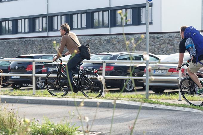 독일에서는 출퇴근 시에 자전거도로를 달리는 전기자전거가 생활화 되어 있다.