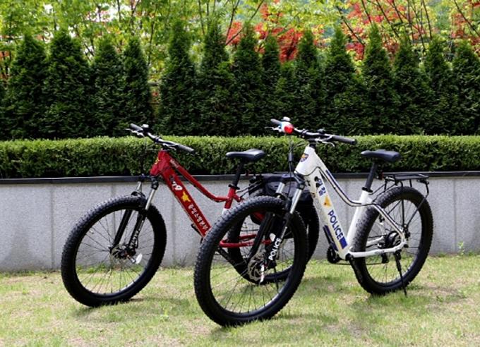 자전거 전문기업 알톤스포츠(대표 김신성)가 경찰관과 소방관들의 순찰 활동에 도움이 될 전기자전거를 개발했다.
