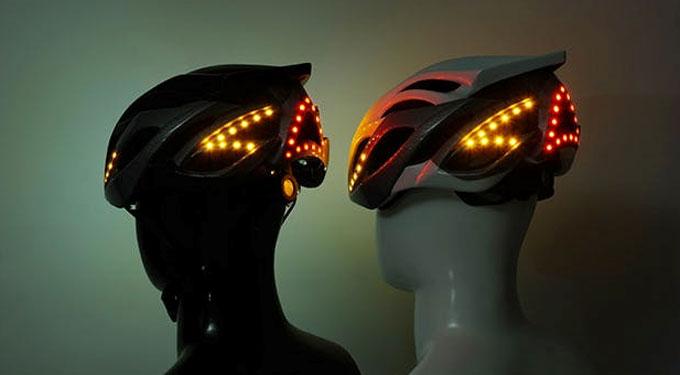 고휘도 LED 49개가 헬멧을 둘러싸고 있어, 야간 라이딩이나, 안개 등 궂은 날씨에도 라이더의 위치를 효과적으로 나타낸다.