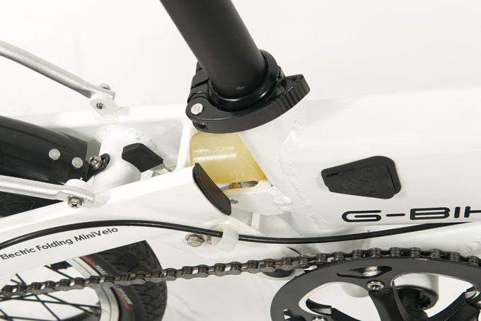 폴딩 부위에는 프레임 손상방지와 승차감을 위한 서스펜션이 장착되었다.