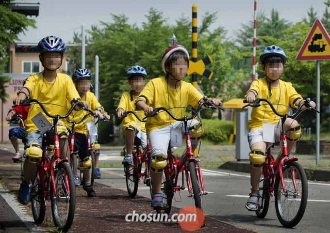전주시 자전거 놀이터를 찾는 어린이가 교통안전교육을 받을 수 있도록 노면표시 및 각종 교통안전시설 안내판도 설치할 계획이다.