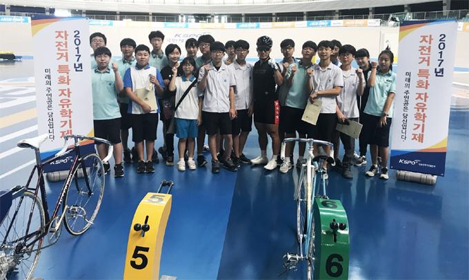 경륜경정사업본부는 지난달 28일, 광명시 철산중학교 1학년 학생 20명을 대상으로 자전거 특화 자유학기제 진로직업체험을 실시했다.