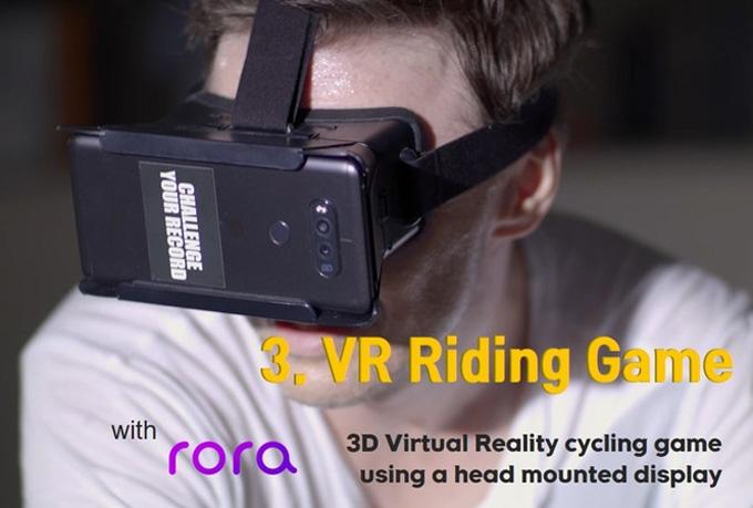 제한적이지만 전용 HMD(머리 착용 디스플레이)를 착용하고 VR(가상현실) 라이딩 게임모드도 가능하다.