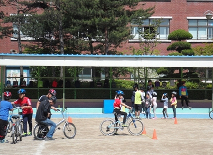 '2018 찾아가는 자전거 안전교육' 교육 일정은 내년 3월 초 고양시 홈페이지에서 확인 가능하다.