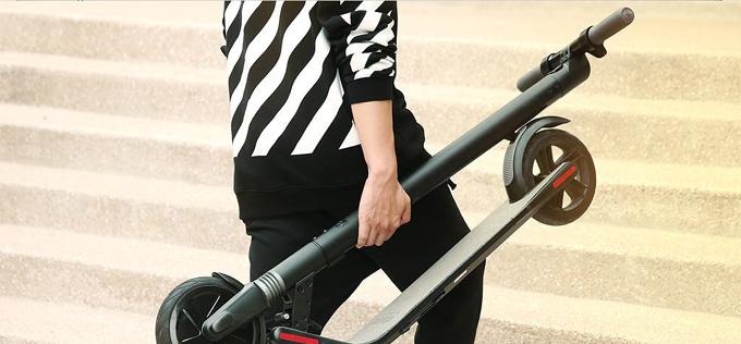 간단한 터치로 한 번에 접이가 가능해 누구나 손쉽게 접어 가볍게 들 수 있다.