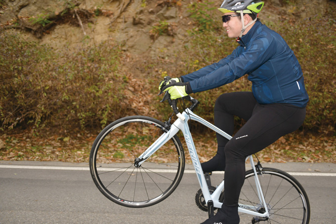 시승자는 본인의 자전거가 아니면 사진과 같은 트릭을 시도하지 않는데, 스컬트라는 불과 몇분만에 자신의 자전거처럼 편안해져 시도해 볼 수 있었다고 말한다.