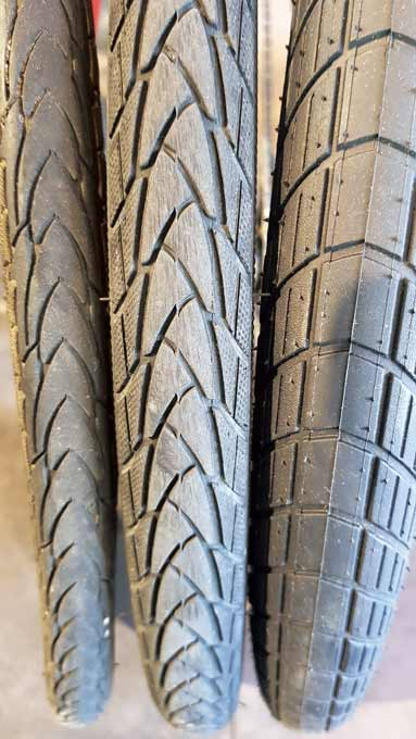 20인치 휠세트용 타이어 폭 비교. 왼쪽부터 1.15, 1.35, 2.0인치. 타이어 사이즈와 폭에 따라 주행감도 달라지지만 같은 배터리라도 주행거리가 차이 난다