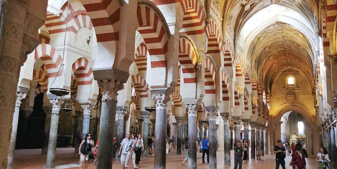 코르도바의 메스키타. 무어시대의 영광을 보여준다.