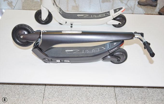 ③,④ 전동킥보드인 블리츠. 13.7kg의 가벼운 무게로 휴대가 용이하며 블루투스 스피커도 내장되어있다.