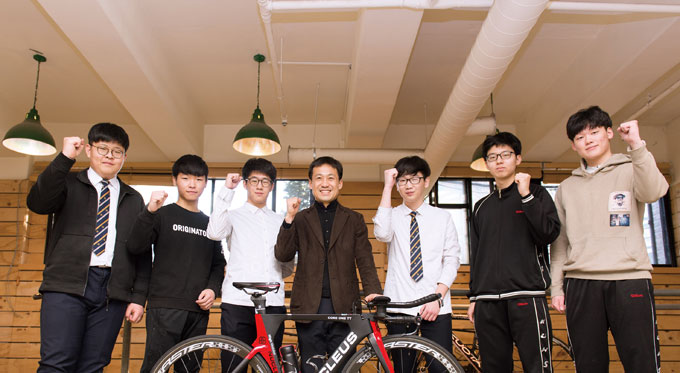 건대부고 자전거동아리반은 6년 전에 신설되어 매년 기초반 교육을 받고 여름에는 부산까지 국토종주를 함께 하고 있다. 학교 자전거생활체육에 가장 모범이 되는 사례라고 할 수 있으며 촬영에 협조해준 자전거동아리반 학생들과 이수희 지도 선생님께 감사드린다.