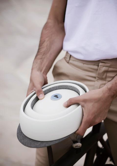 휴대가 편리한 접이식 헬멧 '클로스카 푸가'