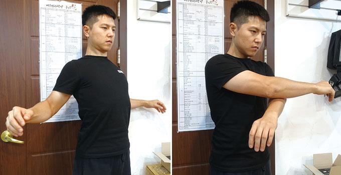 팔을 모으면서 어깨가 앞으로 모이도록 지그시 모아보자. 그 후 천천히 벌리면서 어깨를 뒤쪽으로 당기듯이 펴보자.