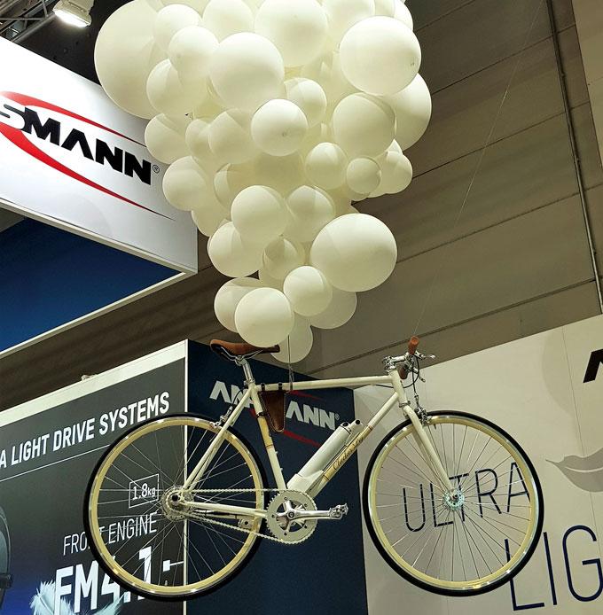 전기자전거도 가벼워야 유리하다. 사진은 독일의 안스만(Ansmann)이 선보인 1.8kg의 허브모터를 단 경량 전기자전거