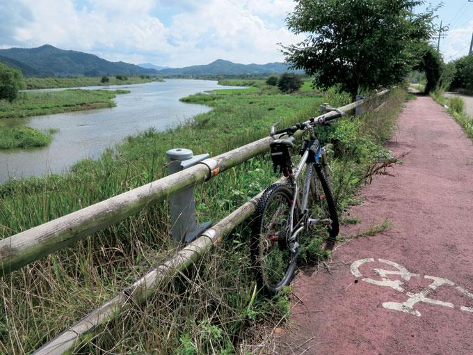 송산유원지를 바라보면서 제법 강다운 몸피를 자랑하는 황룡강(광주 광산)