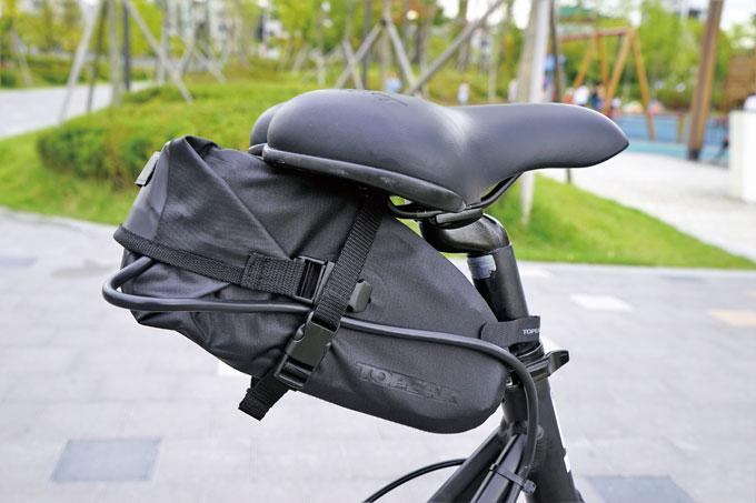 36V 8.55Ah 배터리는 안장가방에 완벽히 수납된다.