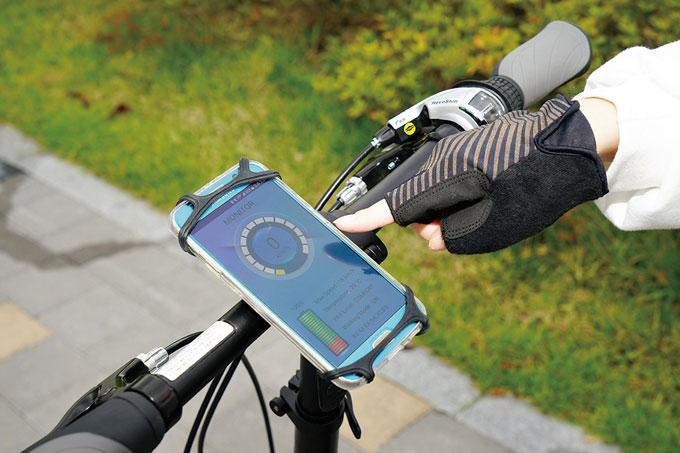 스마트폰 앱으로 속도계를 활용하고 작동을 제어한다.