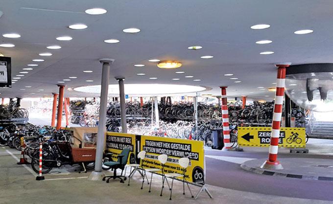 주요 역에는 지하공간을 활용해 대형 자전거주차장을 설치해놓았다.