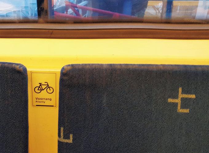 열차의 자전거 적재 공간은 좌석을 접이식으로 설치해 공간활용도를 높였다.